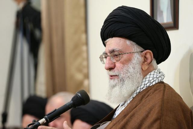 Na snímke iránsky najvyšší vodca Alí Chameneí