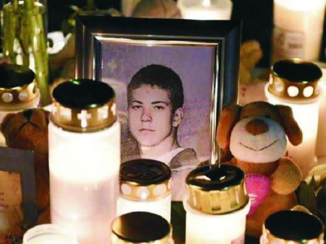 Na archívnej snímke Arminasan Pileckas, 15-ročný chlapec, ktorý bol ubodaný migrantom, keď  sa pokúsil ochrániť spolužiačku pred znásilnením