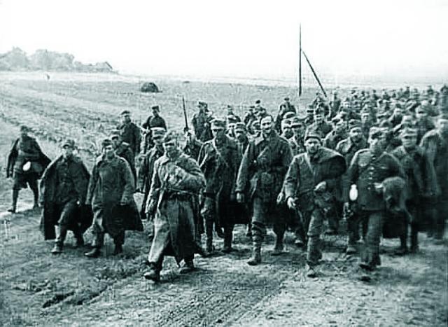 Dôstojníci poľskej armády, ktorí boli zajatí sovietskou armádou
