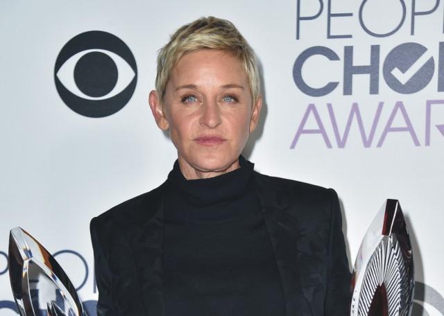 Ellen DeGeneresová získala cenu v kategórii obľúbená televízna moderátorka denného vysielania  a tiež humanitárnu cenu za charitatívnu prácu počas odovzdávania cien People's Choice Awards 6. januára 2016 v Los Angeles