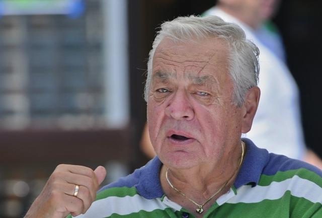Na snímke legendárny športový komentátor Karol Polák