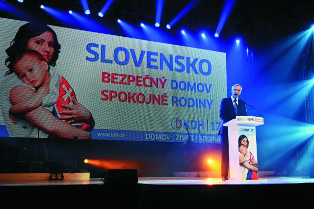 Na snímke predseda Kresťanskodemokratického hnutia (KDH) Ján Figeľ reční počas programu oficiálneho štartu predvolebnej kampane KDH