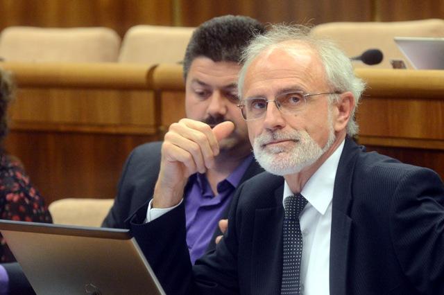 Na snímke poslanec Ján Mičovský