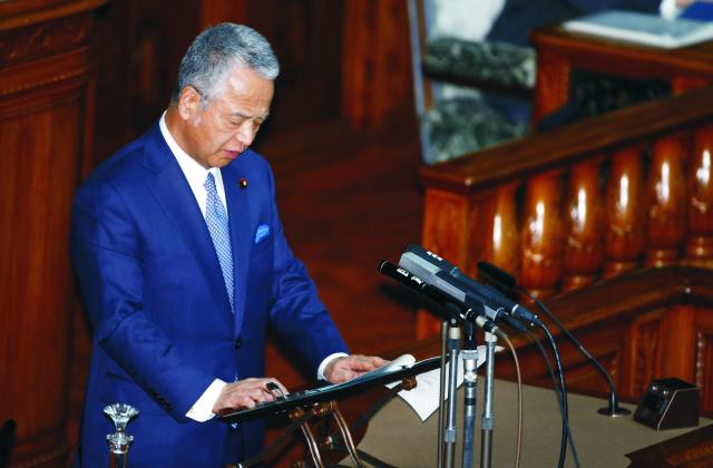 Japonský minister hospodárstva Akira Amari