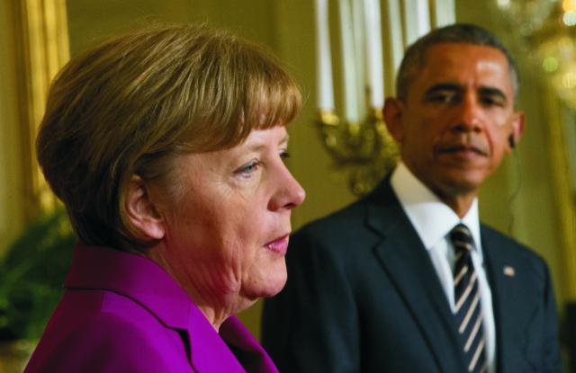Na archívnej snímke nemecká kancelárka Angela Merkelová a americký prezident Barack Obama