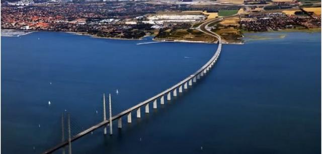 Oresundský most spájajúci Dánsko so Švédskom. Mnohí migranti ho využívali na cestu do Švédska