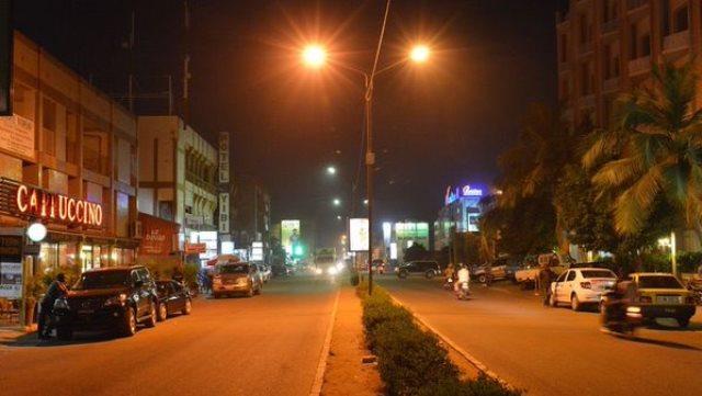 Na snímke ulica pred hotelom, kde sa odohral útok