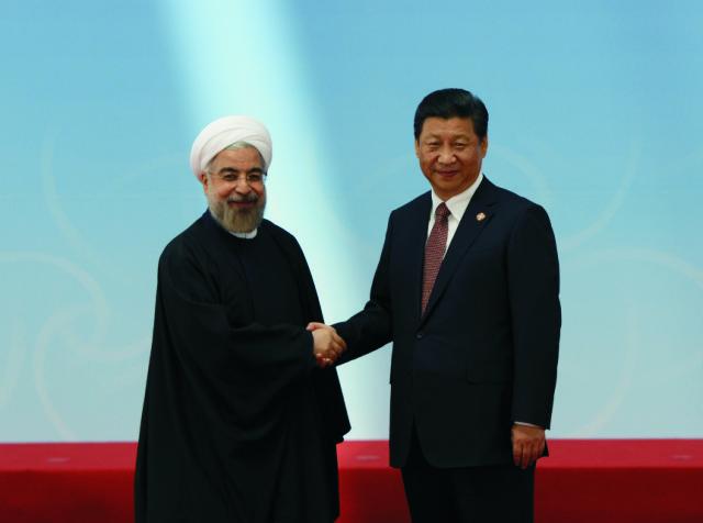 Iránsky prezident Hasan Rúhání a jeho čínsky náprotivok Si Ťin-pching