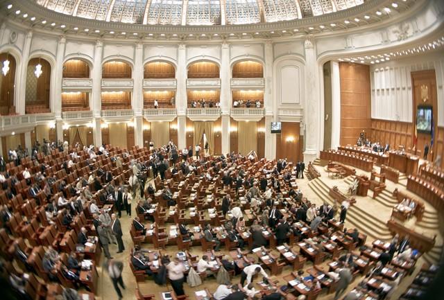 Na snímke poslanci rumunského parlamentu