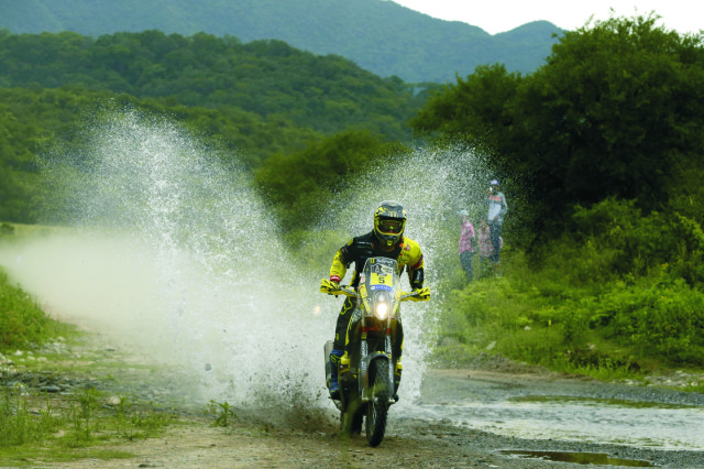 Na snímke slovenský motocyklový pretekár Štefan Svitko na KTM v 3. etape 38. ročníka Rely Dakar z argentínskeho Termas de Rio Hondo do Jujuy