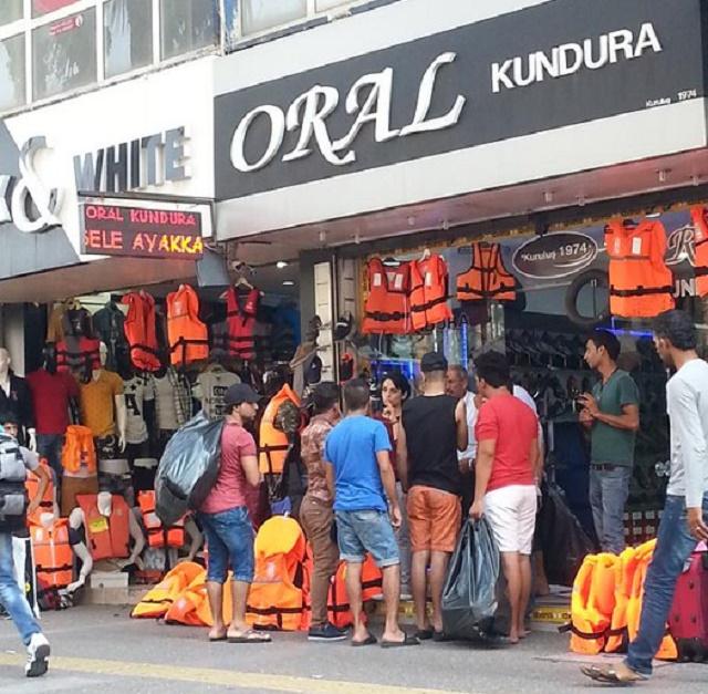 Turecký obchod predávajúci zachranné vesty