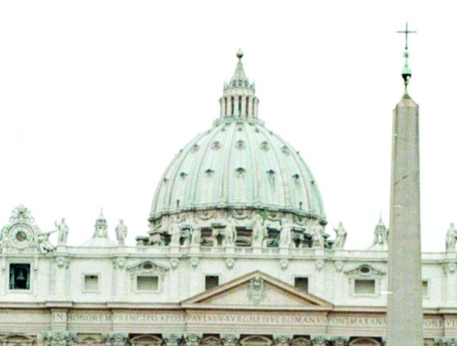 Talianska polícia uviedla, že 35-ročná Rumunka začala rodiť približne o 02.30 h na talianskom námestí, len niekoľko metrov od Vatikánu