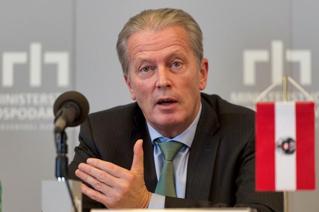 Na snímke rakúsky vicekancelár Reinhold Mitterlehner
