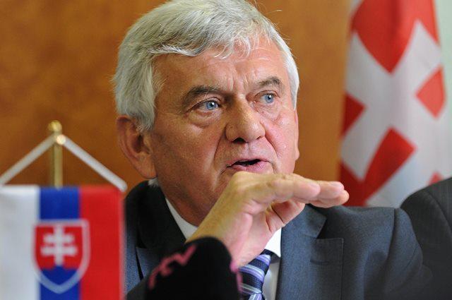 Na snímke minister pôdohospodárstva a rozvoja vidieka Ľubomír Jahnátek