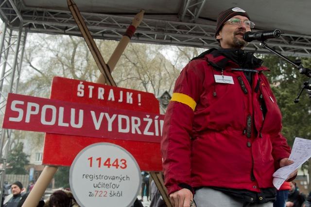Na snímke zástupca Iniciatívy slovenských učiteľov (ISU) Branislav Kočan