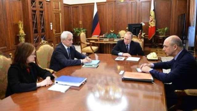 """Ruský prezident Vladimír Putin dostatočne diplomaticky, ale absolútne rezolútne povedal svoje """"Nie"""" liberálnym politikom a ekonómom"""
