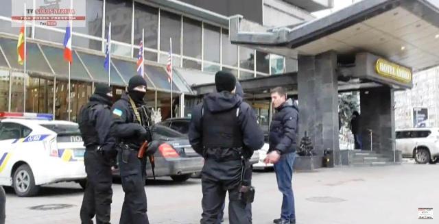 """Ozbrojení muži obsadili hotel v centre Kyjeva, vyhodili novinárov a policajtov a začali """"podnikať"""""""