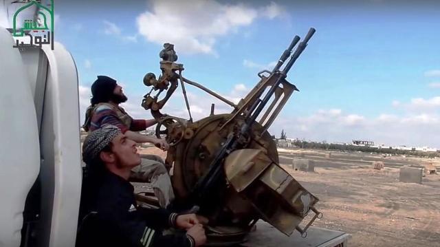 """Ozbrojenci z DAISu prezentovali """"nové zbrane"""" a vyhrážajú sa, že budú zostreľovať ruské lietadlá v Sýrii"""
