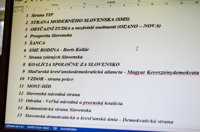 Na snímke výsledky žrebovania čísiel kandidačných listín pre voľby do Národnej rady SR