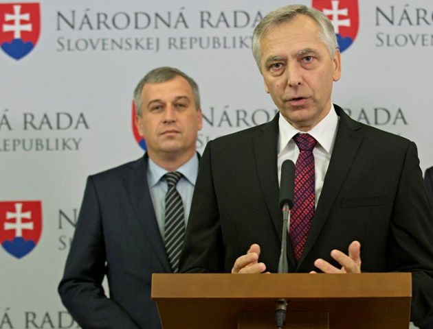 Na snímke zľava podpredseda KDH Pavol Zajac, predseda KDH Ján Figeľ