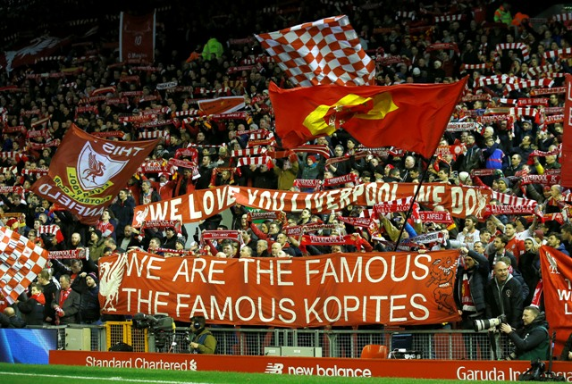 Na snímke fanúšikovia Liverpoole