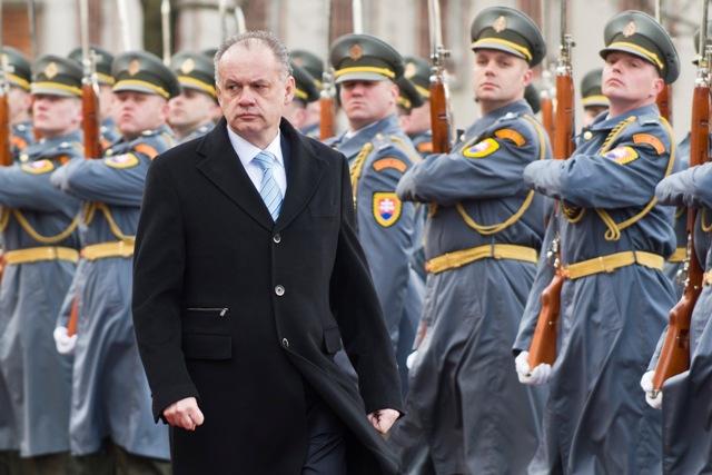 Na snímke prezident SR Andrej Kiska počas prehliadky čestnej stáže v rámci Veliteľského zhromaždenia náčelníka Generálneho štábu Ozbrojených síl SR