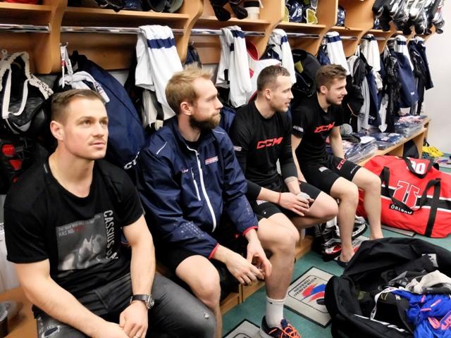 Na snímke slovenskí hokejisti zľava, Vladimír Dravecký, Tomáš Marcinko, Marek Bartánus a Martin Bakoš v šatni