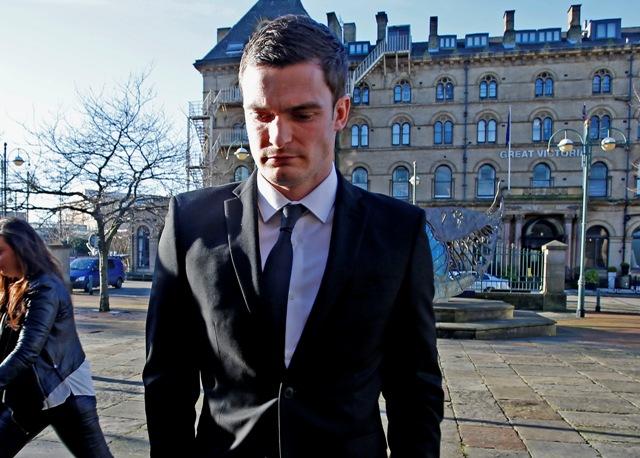 Futbalista Sunderlandu Adam Johnson prichádza na súd v Bradforde 10. februára 2016