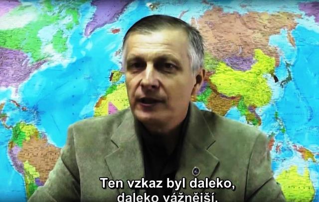 Na snímke známy ruský analytik Valerij Pjakin