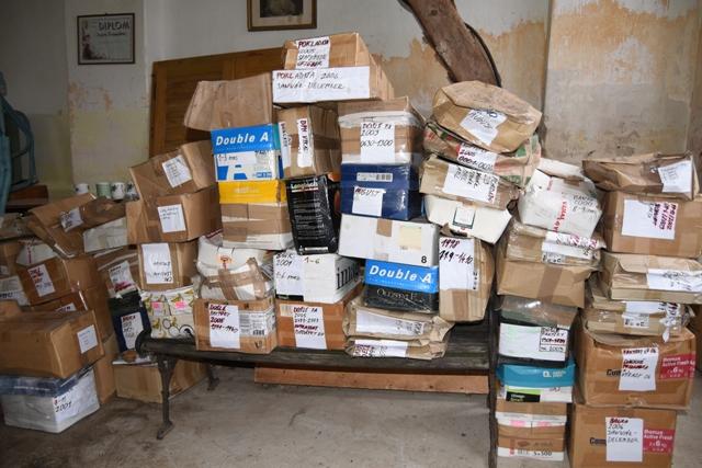Na snímke balíky účtovníctva lídra hnutia Obyčajní ľudia a nezávislé osobnosti (OĽaNO-NOVA) Igora Matoviča určené na odovzdanie vyšetrovateľovi z NAKA v obci Borová