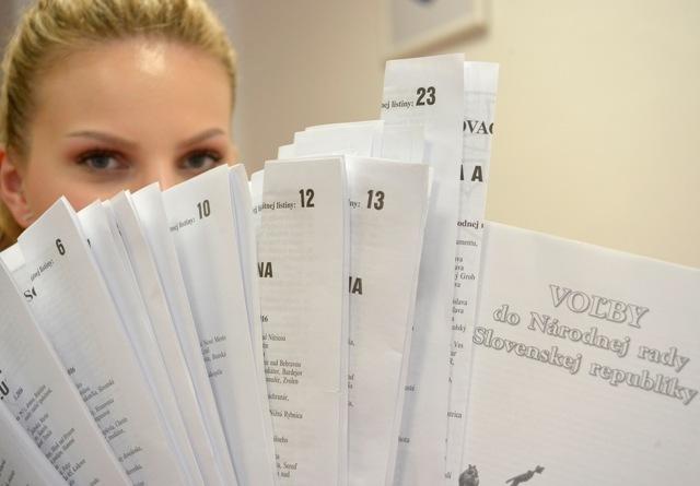 Na ilustračnej snímke hlasovacie lístky na voľby do Národnej rady Slovenskej republiky