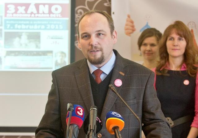 Na snímke predseda občianskej iniciatívy Aliancia za rodinu (AZR) Anton Chromík