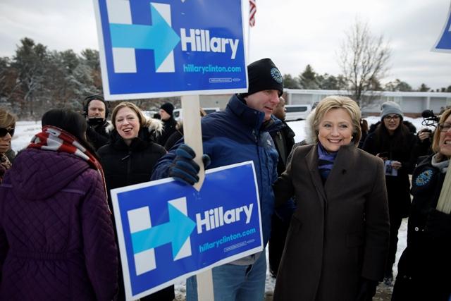 Na snímke americká demokratická prezidentská kandidátka Hillary Clintonová (vpravo)