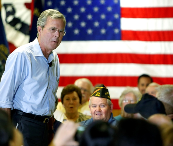 Na snímke vľavo Jeb Bush