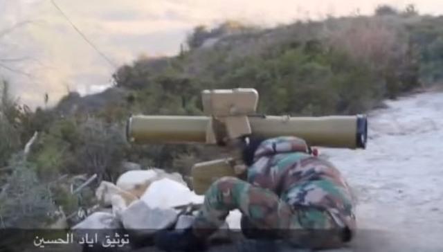 Pechota a námorná pechota Sýrskej arabskej armády bojujú proti islamistiským jednotkám v horských oblastiach provincie Latakia