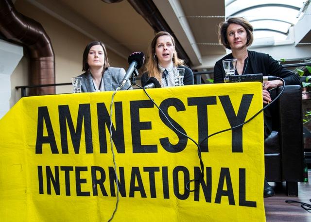 Na snímke zľava Lucia Bernátová, Kamila Gunišová a Barbora Černušáková
