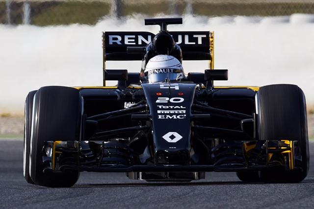 Na ilustračnej snímke dánsky jazdec F1 na Renaulte Kevin Magnussen