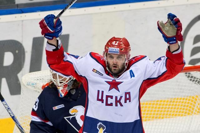 Na snímke Alexander Radulov (CSKA) počas tretieho stretnutia 1. kola play off KHL  CSKA Moskva - HC Slovan Bratislava