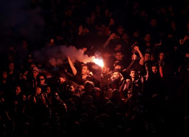 Fanúšikovia Galatasaray Istanbul v odvete 16-finále Európskej ligy UEFA  medzi Lazio Rím - Galatasaray Istanbul