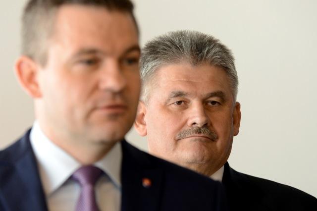 Na snímke zľava predseda NR SR Peter Pellegrini a minister práce, sociálnych vecí a rodiny SR Ján Richter