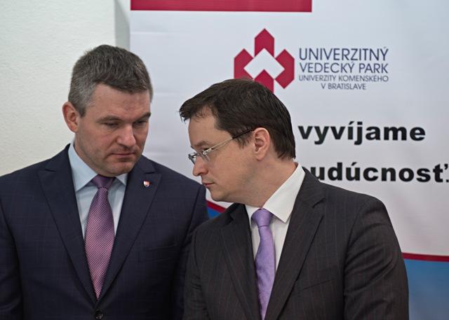 Na snímke vľavo predseda NR SR Peter Pellegrini vpravo minister školstva, vedy, výskumu a športu SR Juraj Draxler počas slávnostného otvorenia Vedeckého parku Univerzity Komenského v Bratislave