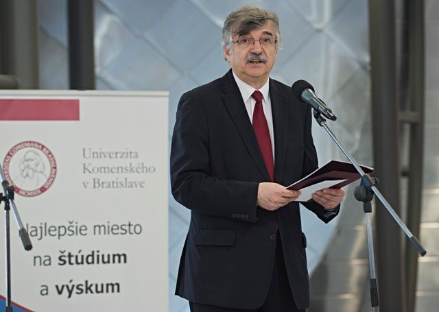 Na snímke rektor Univerzity Komenského Karol Mičieta počas slávnostného otvorenia Vedeckého parku Univerzity Komenského v Bratislave