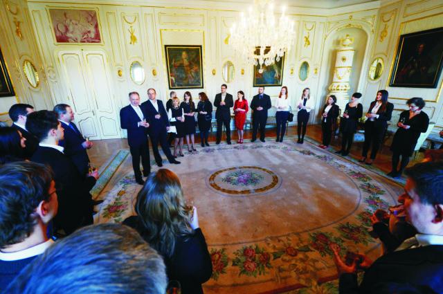 Na snímke prezident SR Andrej Kiska (prvý zľava čelne stojaci) počas prijatia ocenených Dobrovoľníkov roka 2015  v Prezidentskom paláci na Hodžovom námestí v Bratislave vo štvrtok 11. februára 2016