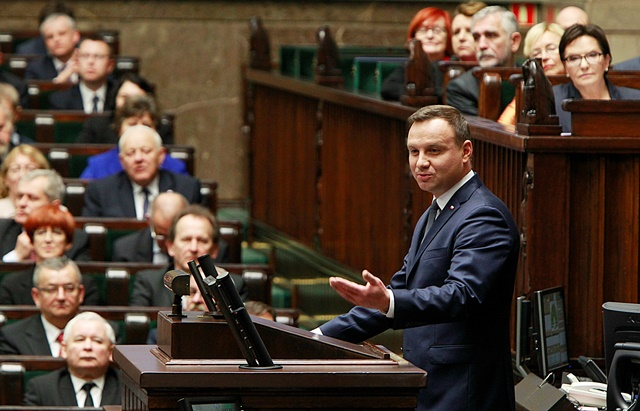 Na snímke vpravo poľský prezident Andrzej Duda