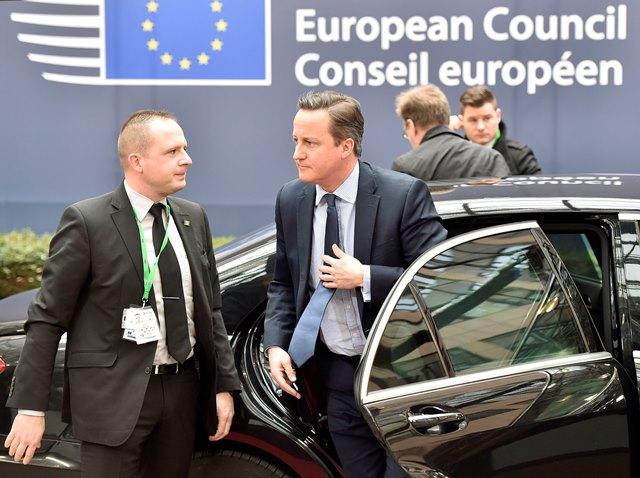 Na snímke britský premiér David Cameron prichádza na dvojdňový summit Európskej únie, ktorý bude venovaný rokovaniam s Veľkou Britániou a migračnej kríze