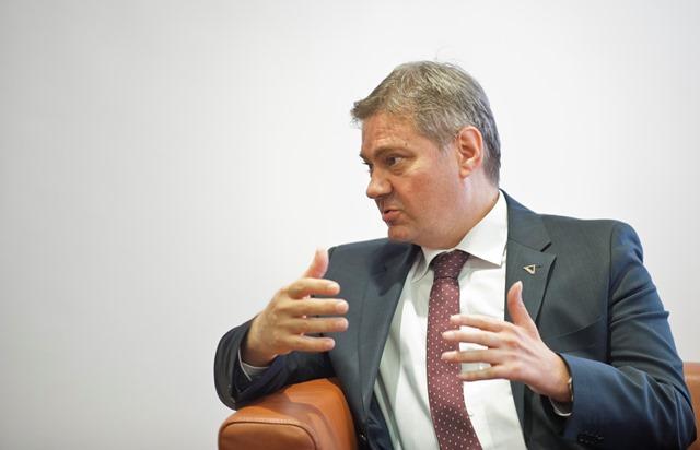 Na snímke Denis Zvizdič