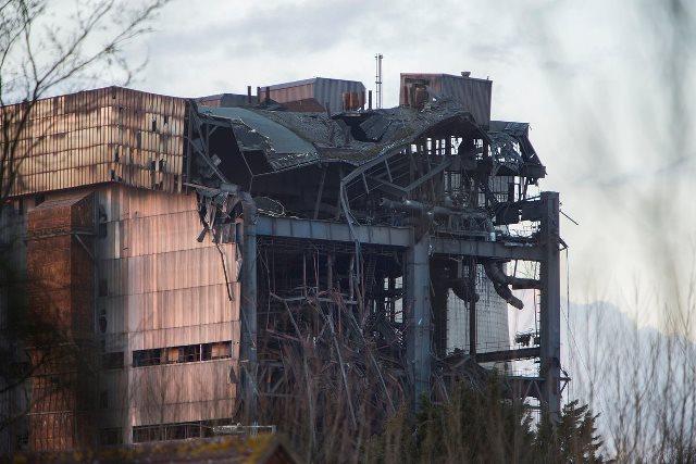 Na snímke časť zrútenej budovy