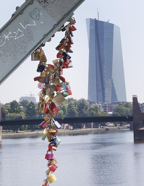 Na snímke budova ECB vo Frankfurte nad Mohanom.