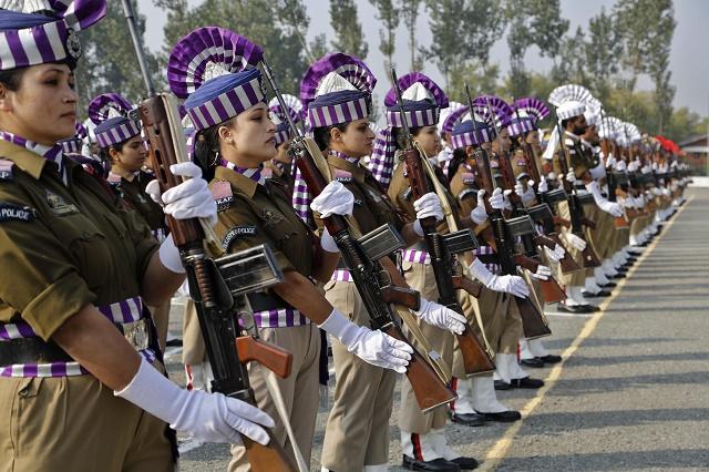 Indické ženy sa dostávajú okrem armády aj do polície
