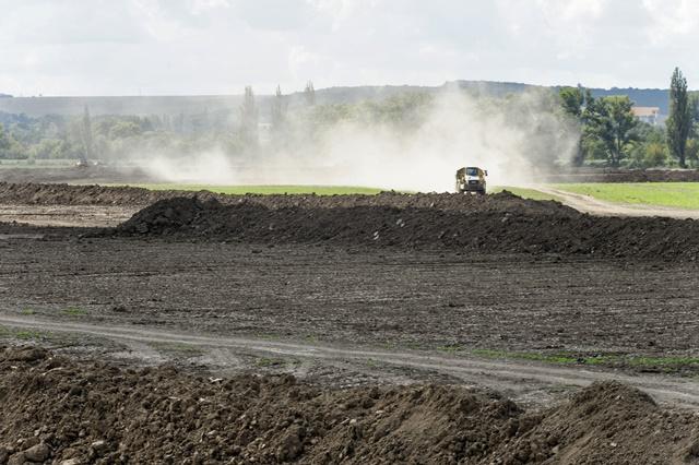 Na snímke prípravné zemné práce pred výstavbou strategického parku v Nitrianskom kraji